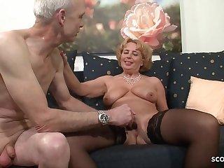 Oma und Opa beim Porno Casting  Deutsche Rente reicht nicht  German Granny