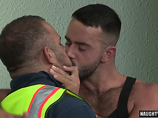 Muscle bear oralsex and facial cum