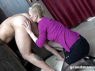 CFNM Hot Granny Rimming relating to Rub-down the Cubby-hole Bailiwick