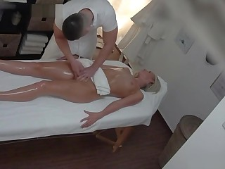 Tow-haired MILF gets fucked not later than a knead