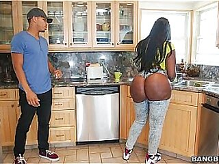 Ebony beamy ass fucked