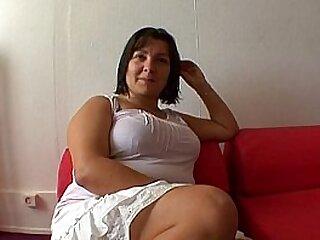 French intercourse addict nue sous sa blouse au bureau !