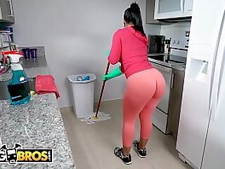 BANGBROS - Latin Maid Rose Monroe Gets Her Big Aggravation Fucked By Jmac On Get under one's Job!